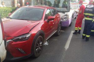 Un autobuz și șase mașini s-au tamponat pe Calea Sever Bocu