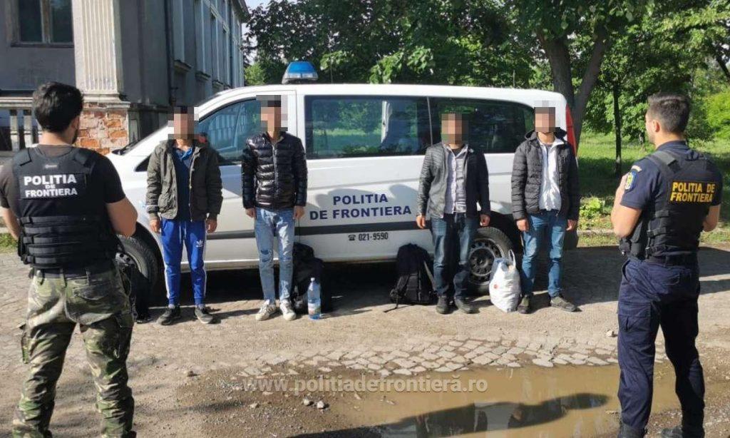 Şoferul unui taxi, cercetat pentru trafic de migranți