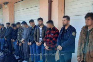 Călăuză arestată preventiv, pentru transportul a paisprezece cetăţeni străini