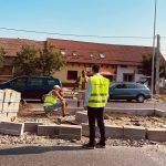"""Vicepreședintele CJ Timiș, Cristian Moș: """"M-am bucurat să văd ceva îmbunătățiri pe șantierul de la Moșnița. Mai multe utilaje pe teren, mai mulți muncitori treabă"""""""