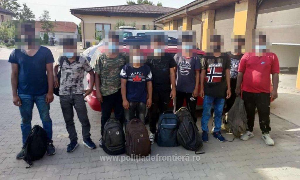 Călăuză arestată preventiv, pentru transportul a nouă cetăţeni străini