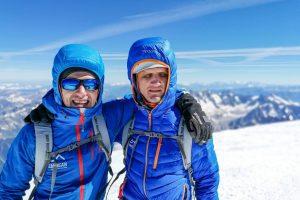 Doi sportivi nevăzători pleacă să cucerească vârful Elbrus