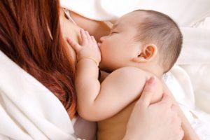 Organizația Mondială a Sănătății recomandă continuarea alăptării, în timpul infecției COVID-19 și după vaccinare