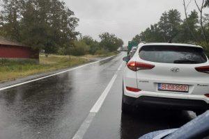 O șoferiță s-a răsturnat cu mașina, în localitatea Ghilad