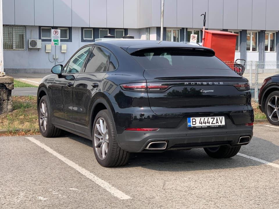 Polițiștii au prins un hoț care în weekend a furat un Porsche. Nu avea permis