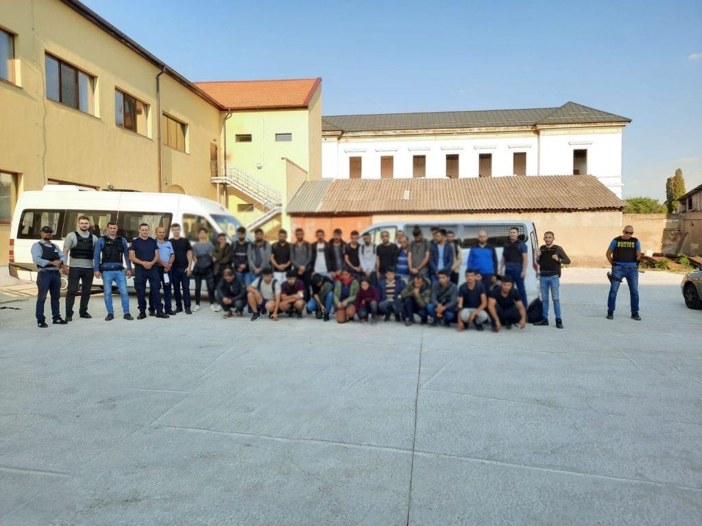 Zeci de migranți depistați în pensiuni în județul Arad