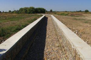 Se amenajează cu gabioane canalul colector a apei pluviale, spre Bazoș/VIDEO