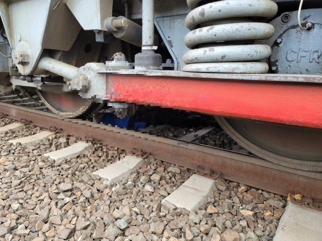 Un pensionar din Arad s-a aruncat în fața trenului